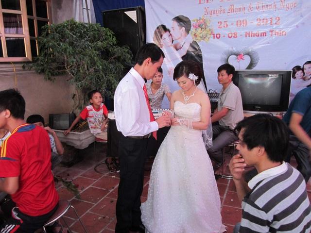 Chàng trai liệt cả 2 chân cưới được vợ nhờ nhắn tin làm quen qua MXH - Ảnh 4.