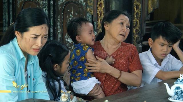 Mẹ ghẻ: Chồng vừa chết, cô vợ ngoại tình đã bán nhà ôm tiền bỏ qua Úc, 3 đứa con bơ vơ gào khóc gọi mẹ  - Ảnh 1.