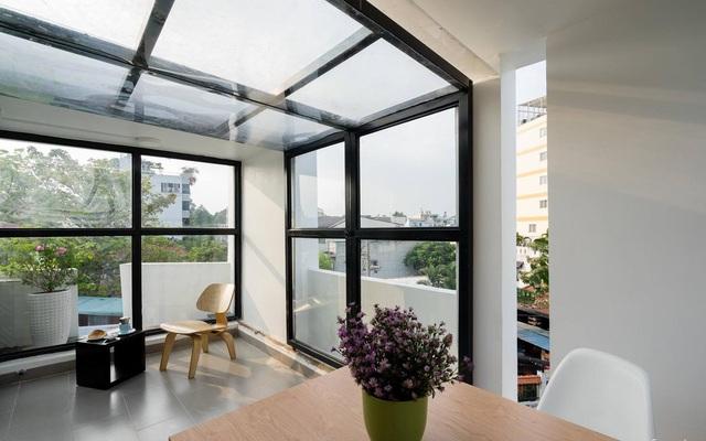 Giữa Sài Gòn náo nhiệt, vẫn có căn nhà ống cực chill và không gian xanh mát với chi phí 20 triệu đồng mua cây xanh - Ảnh 1.