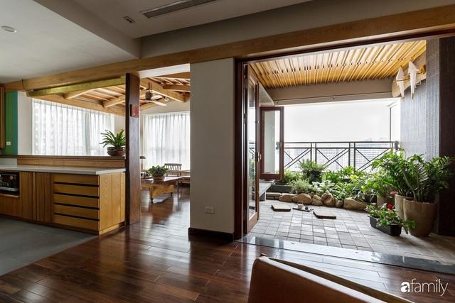 Căn hộ tầng 26 phá vỡ khuôn mẫu cứng nhắc để biến thành resort trên cao với ánh sáng và cây xanh đẹp mắt ở Cầu Giấy, Hà Nội - Ảnh 2.
