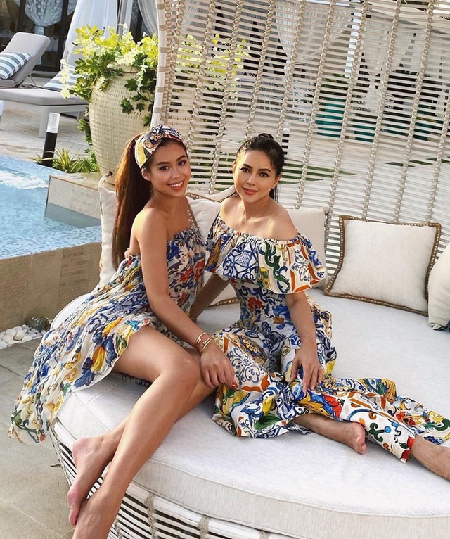 Hè đến sao Việt lăng xê váy hoa nhưng ngắm những chiếc váy hàng hiệu khủng của mẹ con chị em nhà Hà Tăng mới thấy choáng - Ảnh 7.