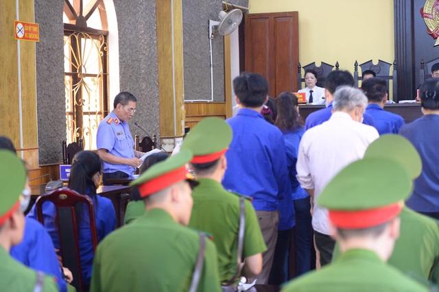 Cựu trung tá đầu bạc choáng váng khi nghe VKS Sơn La đề nghị mức án 6 năm tù - Ảnh 2.