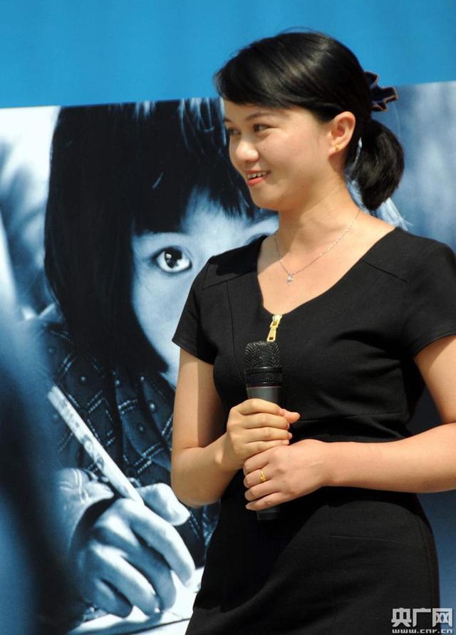 Hình ảnh cô bé nghèo có đôi mắt to từng lay động trái tim người Trung Quốc, 26 năm sau định mệnh thay đổi cuộc đời cô vì bức ảnh này - Ảnh 4.