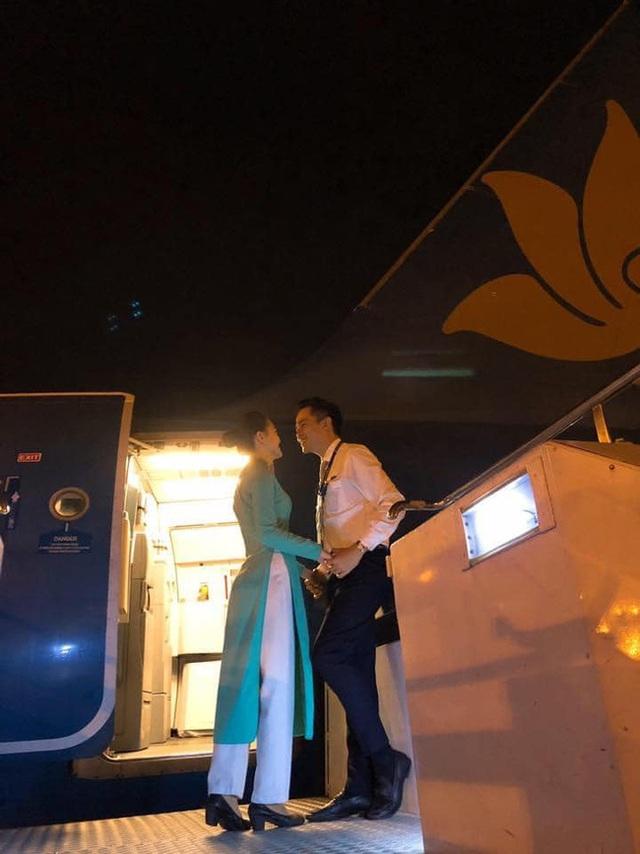Chết đứ đừ đồng nghiệp hạng thương gia, nam tiếp viên hàng không rước nàng về dinh sau màn cầu hôn ở Pháp - Ảnh 8.