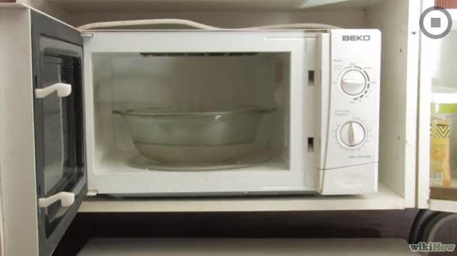 Đặt tô nước này vào lò vi sóng quay 5 phút, tất cả dầu mỡ, thức ăn bám bẩn chỉ cần lau nhẹ là ra - Ảnh 2.