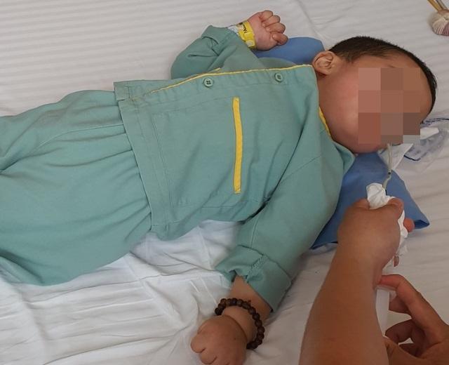 """Bé trai 21 tháng bị bại não chỉ sau một cốc trà sữa, cảnh báo sai lầm cha mẹ có thể làm trẻ """"chết oan"""" - Ảnh 2."""