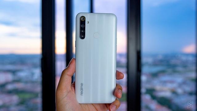 5 smartphone màn hình lớn, pin khoẻ dưới 5 triệu đồng - Ảnh 1.
