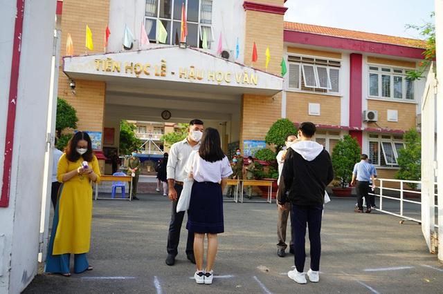 Niềm vui trong ngày hàng triệu học sinh đi học trở lại - Ảnh 6.