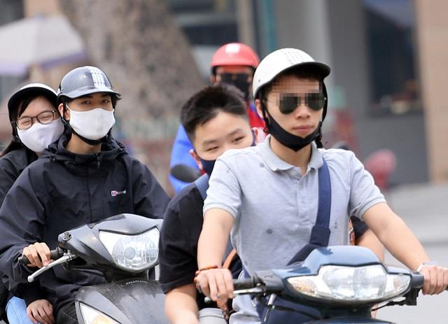 Bất chấp quy định, nhiều người vẫn không thực hiện đeo khẩu trang khi ra đường - Ảnh 5.