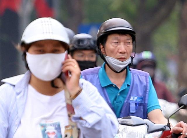 Bất chấp quy định, nhiều người vẫn không thực hiện đeo khẩu trang khi ra đường - Ảnh 7.