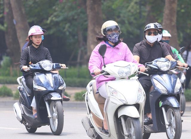 Bất chấp quy định, nhiều người vẫn không thực hiện đeo khẩu trang khi ra đường - Ảnh 10.