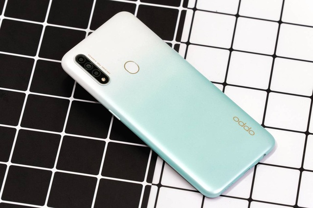 5 smartphone màn hình lớn, pin khoẻ dưới 5 triệu đồng - Ảnh 2.
