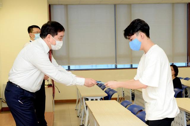 Đi học vào tháng 5: Sinh viên vẫn được nhận lì xì năm mới - Ảnh 4.