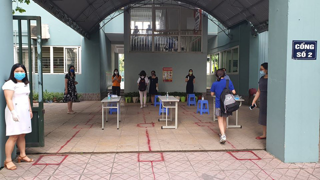 Muôn kiểu sáng tạo của trường học nhằm đảm bảo an toàn cho học sinh trong dịch COVID-19 - Ảnh 2.