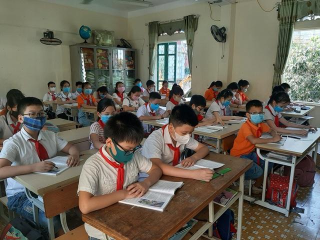 Thanh Hóa: Nhiều trường gặp khó với việc giảm, giãn cách học sinh phòng chống COVID-19 - Ảnh 1.