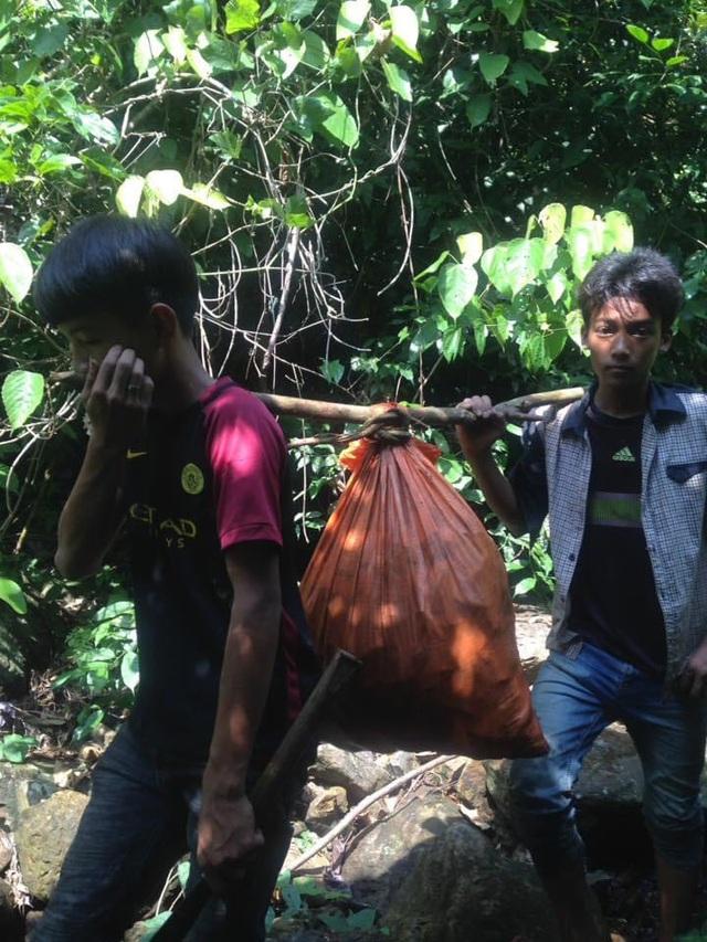 Quảng Bình: Băng rừng vượt suối tìm học trò sau kỳ nghỉ dịch COVID-19 - Ảnh 3.