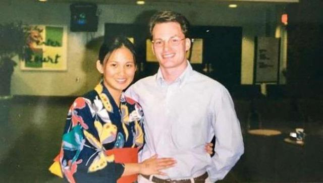 Vợ đại gia nhắc lại chuyện tình 20 năm trước với chồng cũ Hồng Nhung khi cắt tóc cho ông xã - Ảnh 3.