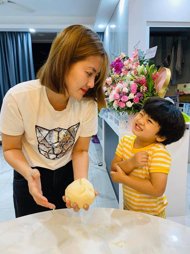 Những bà mẹ đơn thân mạnh mẽ của Vbiz: Thu Quỳnh, Phạm Quỳnh Anh có cú lột xác ngoạn mục nhưng đáng nể nhất vẫn là Hiền Thục - Ảnh 8.
