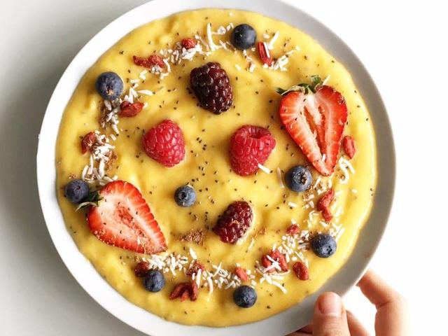 Chế biến bữa sáng nhẹ nhàng với nguyên liệu trái cây - Ảnh 1.