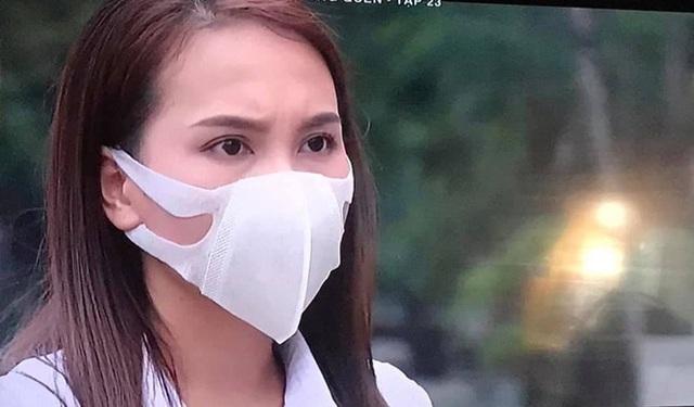 Bảo Thanh giải thích vì đeo khẩu trang sai cách       trên phim - Ảnh 1.