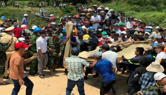 Tìm kiếm 2 nạn nhân còn lại trong vụ chìm       thuyền kinh hoàng trên sông Thu Bồn - Ảnh 2.