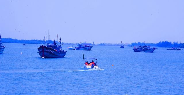 Tìm kiếm 2 nạn nhân còn lại trong vụ chìm       thuyền kinh hoàng trên sông Thu Bồn - Ảnh 3.