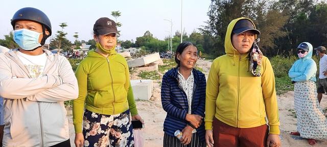 Tìm kiếm 2 nạn nhân còn lại trong vụ chìm       thuyền kinh hoàng trên sông Thu Bồn - Ảnh 4.