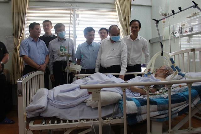 Thủ tướng Nguyễn Xuân Phúc thăm tướng tình báo Mười Hương - Ảnh 1.