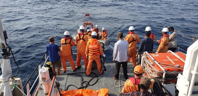 Lực lượng cứu hộ cứu nạn đang chuẩn bị đón thi thể
