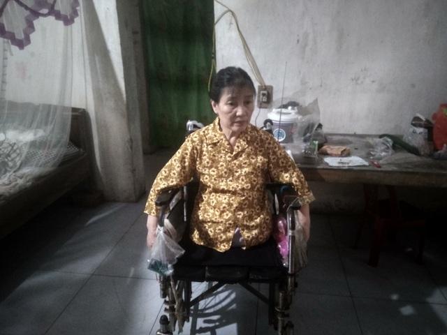 Người phụ nữ đơn thân cụt mất hai chân vì tai nạn ước mong có được một chiếc xe lăn - Ảnh 2.