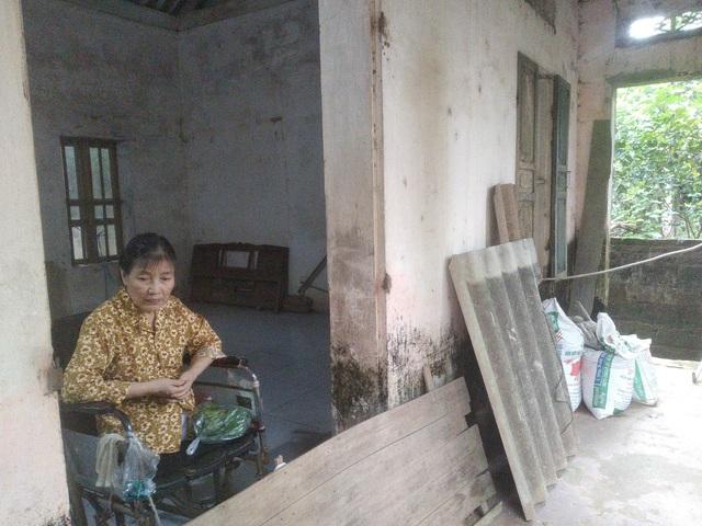 Người phụ nữ đơn thân cụt mất hai chân vì tai nạn ước mong có được một chiếc xe lăn - Ảnh 3.