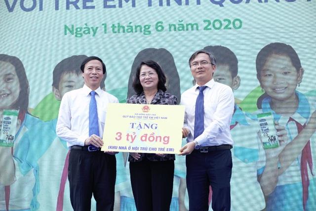 34.000 trẻ em Quảng Nam đón nhận niềm vui uống sữa từ Vinamilk trong ngày 1/6 - Ảnh 4.