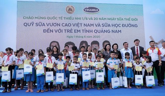 34.000 trẻ em Quảng Nam đón nhận niềm vui uống sữa từ Vinamilk trong ngày 1/6 - Ảnh 6.