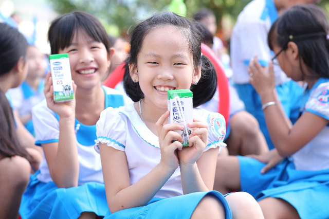 34.000 trẻ em Quảng Nam đón nhận niềm vui uống sữa từ Vinamilk trong ngày 1/6 - Ảnh 7.