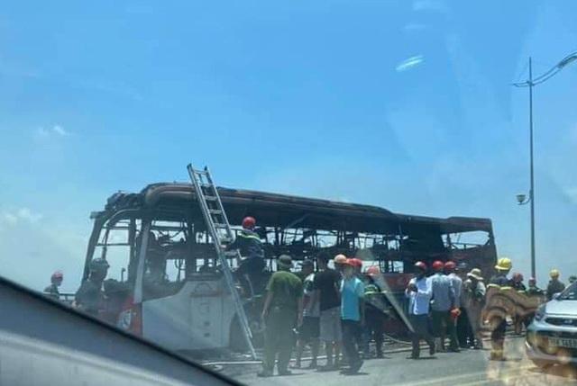 Xe khách gường nằm bốc cháy dữ dội, 18 hành khách thoát nạn - Ảnh 3.