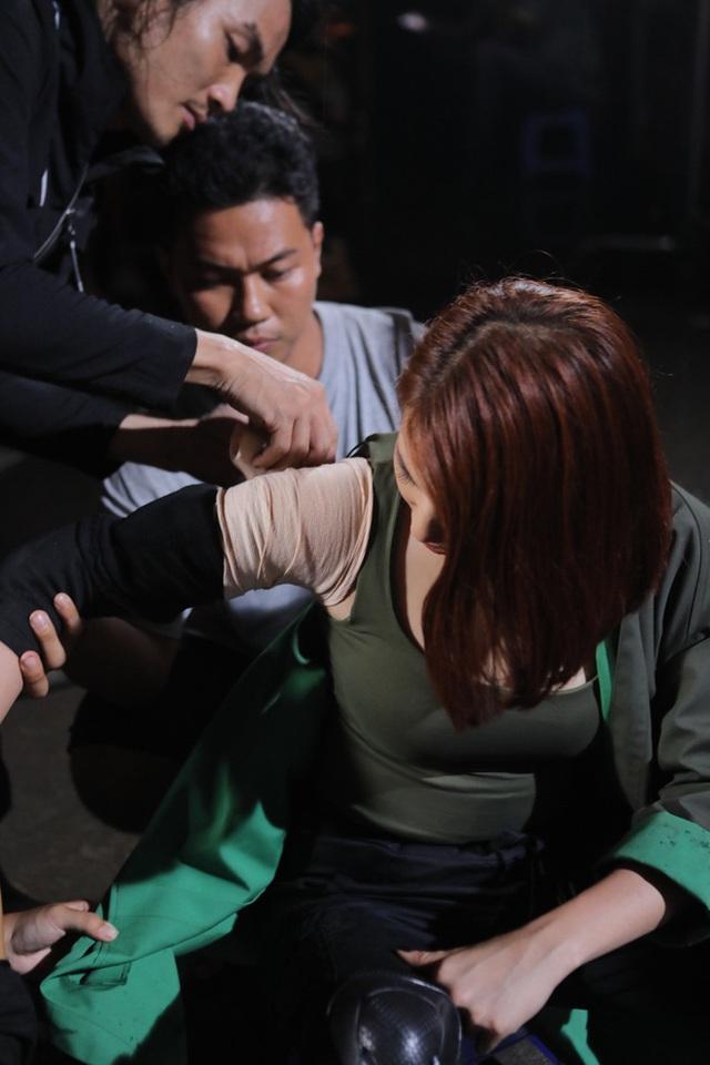 Thúy Ngân, Thanh Bình chấn thương khi quay phim hành động - Ảnh 5.