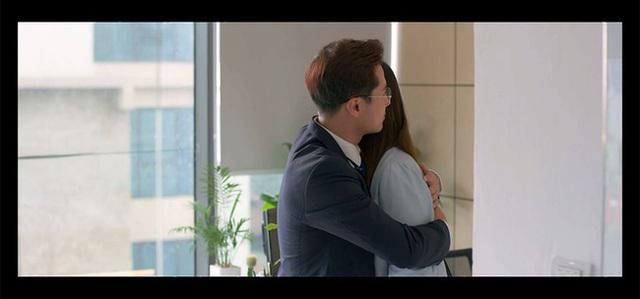 Tình yêu và tham vọng: Linh cho Sơn ăn tát sau cái ôm bị Minh bắt gặp giữa công ty - Ảnh 2.