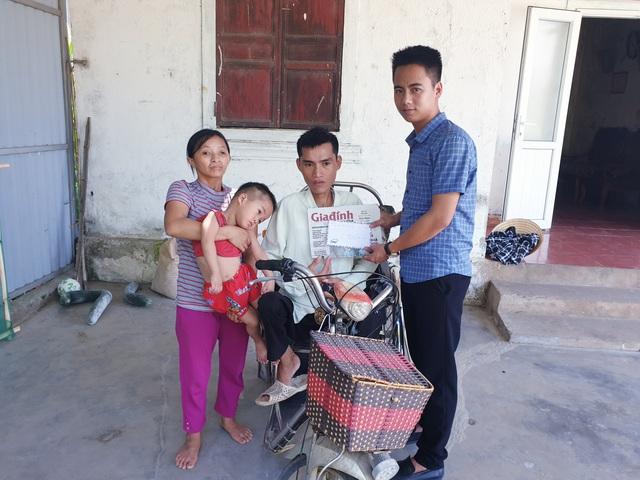 Báo Gia đình và Xã hội trao tiền bạn đọc ủng hộ đến 2 hoàn cảnh khó khăn ở Hà Tĩnh - Ảnh 2.
