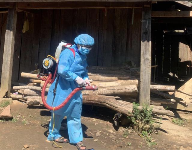 Dịch bạch hầu tại Đắk Nông khiến 1 trẻ tử vong và hơn 1 ngàn người phải cách ly: Biến chứng của bệnh bạch hầu rất nguy hiểm - Ảnh 2.