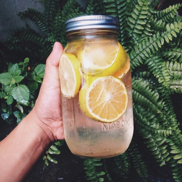 Uống đủ nước lọc đã giúp giảm cân nhưng nếu cho thêm 5 thứ này, bạn sẽ còn gầy đi nhanh nữa - Ảnh 1.