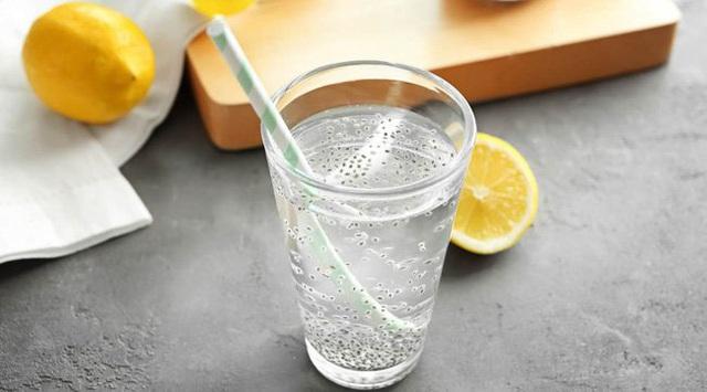 Uống đủ nước lọc đã giúp giảm cân nhưng nếu cho thêm 5 thứ này, bạn sẽ còn gầy đi nhanh nữa - Ảnh 2.