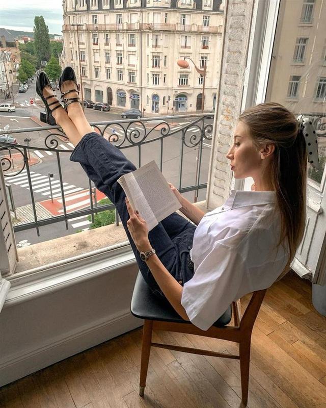 Để diện đồ công sở chuẩn xinh và thanh lịch không kém phụ nữ Pháp, chị em chỉ cần sắm 5 items - Ảnh 3.