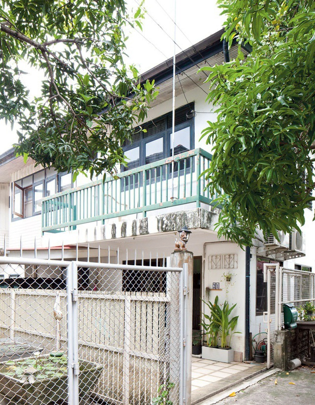 Ngôi nhà 50m² được xây dựng từ thời ông bà anh được sắp xếp đồ hợp lý - Ảnh 1.