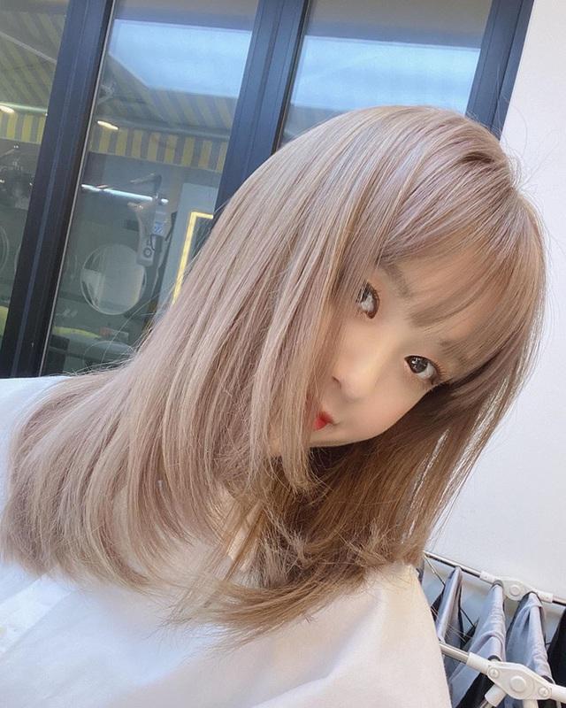 """Hè này mà chơi màu beige cho tóc thì bạn không chỉ xinh ngọt mà visual cũng """"lên mây"""" - Ảnh 5."""