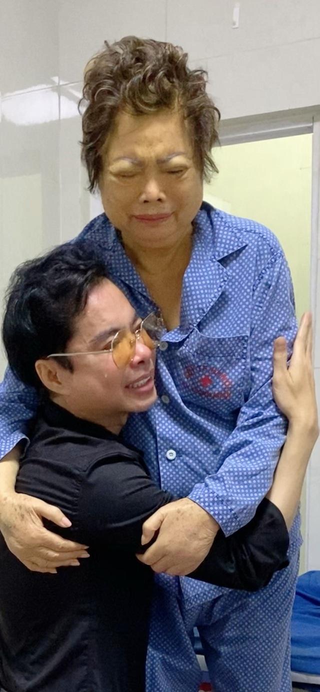 Mẹ Ngọc Sơn mắc bạo bệnh, sức khỏe suy kiệt phải điều trị ở Mỹ - Ảnh 5.