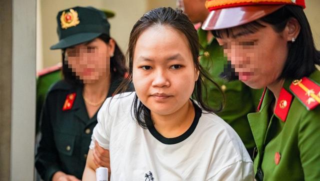 Trước tòa, bố của kẻ chủ mưu vụ giết người đổ bê tông khóc và xin lỗi gia đình các nạn nhân - Ảnh 2.