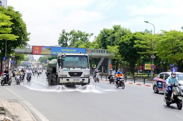 Hà Nội dự chi 114 tỷ đồng để phun nước hạ nhiệt ngày nắng gắt - Ảnh 2.