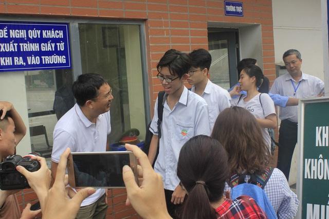 """Tuyển sinh lớp 10 chuyên tại Hà Nội: Tỷ lệ """"chọi cao"""", cạnh tranh gắt gao giữa những học sinh giỏi - Ảnh 1."""