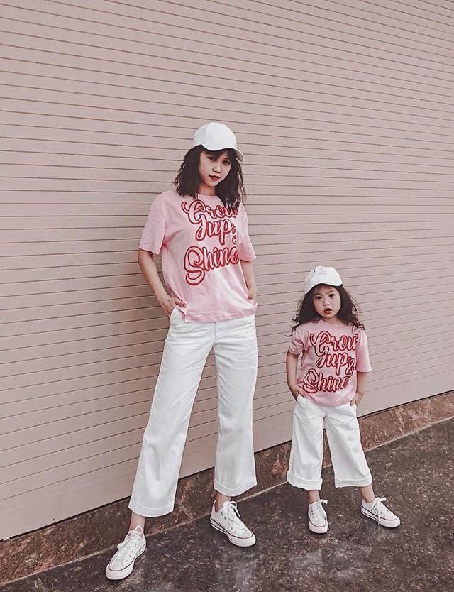 Mỗi tháng chi 10 triệu sắm áo quần, mẹ bỉm 8X cùng con gái diện đồ đôi đi muôn nơi - Ảnh 12.
