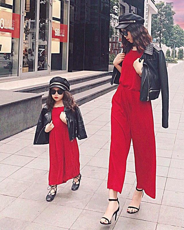 Mỗi tháng chi 10 triệu sắm áo quần, mẹ bỉm 8X cùng con gái diện đồ đôi đi muôn nơi - Ảnh 20.